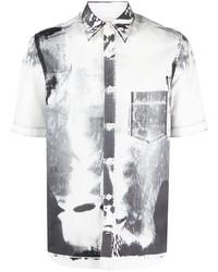Camisa de manga corta estampada en blanco y negro de Alexander McQueen
