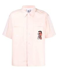 Camisa de manga corta estampada rosada de adidas