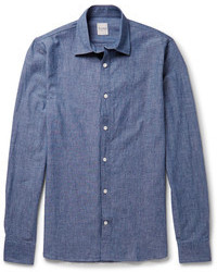 Casa un blazer gris oscuro junto a una camisa de manga larga para lograr un estilo informal elegante.