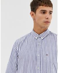 Camisa de vestir de rayas verticales celeste de Tommy Hilfiger