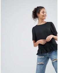 Camiseta con cuello circular con volante negra de Asos