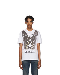 Camiseta con cuello circular estampada en blanco y negro de Versace