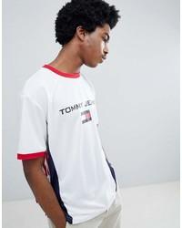 Camiseta con cuello circular estampada en blanco y rojo y azul marino de Tommy Jeans