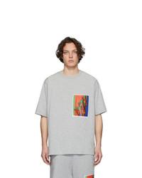 Camiseta con cuello circular estampada gris de Dries Van Noten