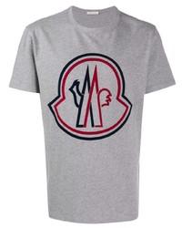 Camiseta con cuello circular estampada gris de Moncler