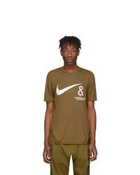 Camiseta con cuello circular estampada marrón de Nike