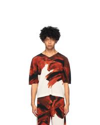 Camiseta con cuello en v estampada en rojo y blanco