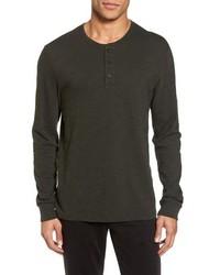 Camiseta henley de manga larga en marrón oscuro