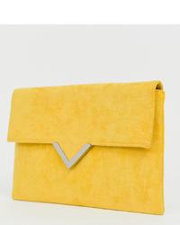 Cartera sobre de ante amarilla de Accessorize