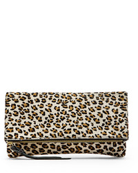 Cartera sobre de ante de leopardo blanca