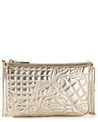 Cartera sobre de cuero acolchada dorada de Versace