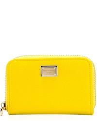 Cartera sobre de cuero amarilla de Dolce & Gabbana