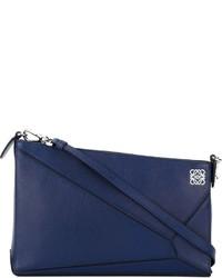 Cartera sobre de cuero azul marino de Loewe