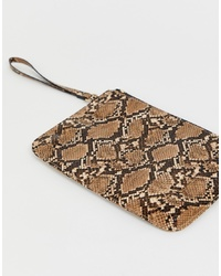 Cartera sobre de cuero con print de serpiente marrón de ASOS DESIGN