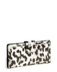 Cartera sobre de cuero de leopardo blanca