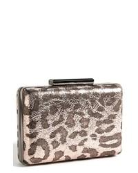 Cartera sobre de cuero de leopardo en beige