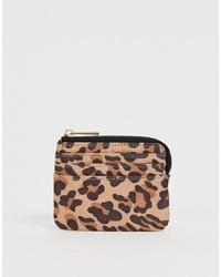 Cartera sobre de cuero de leopardo marrón claro de ASOS DESIGN