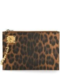 Cartera sobre de cuero de leopardo marrón de Sophie Hulme