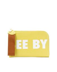 Cartera sobre de cuero estampada amarilla de See by Chloe