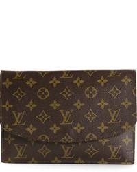 Cartera sobre de cuero estampada en marrón oscuro de Louis Vuitton