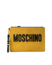 Cartera sobre de cuero mostaza de Moschino