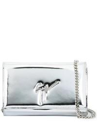 Cartera sobre de cuero plateada de Giuseppe Zanotti Design