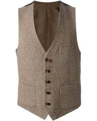 Casa un blazer gris oscuro junto a un chaleco de vestir para rebosar clase y sofisticación.