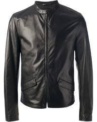 ffb7d1d5ff9 Cómo combinar una chaqueta de cuero negra (307 looks de moda)