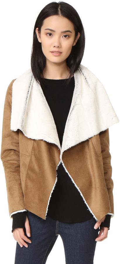 Chaqueta de piel de oveja marrón claro de BB Dakota