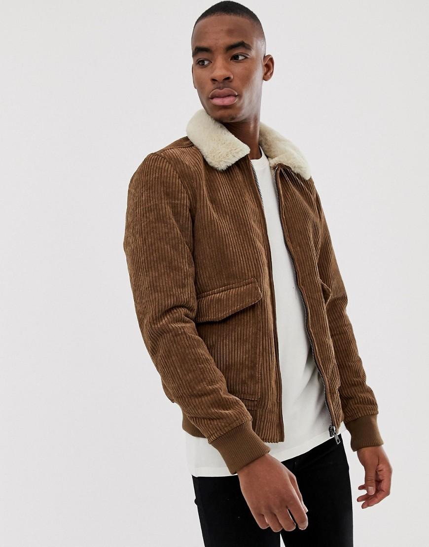 Chaqueta de piel de oveja marrón de Pull&Bear