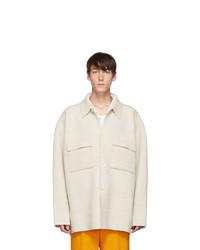 Chaqueta estilo camisa de lana blanca