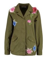 Chaqueta militar con print de flores verde oliva de Glamorous