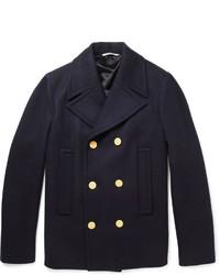 Perfecciona el look casual elegante en un cárdigan marrón y un chaquetón.