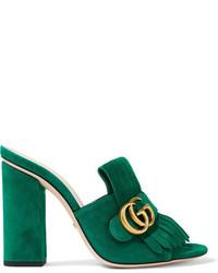 Chinelas de ante сon flecos verdes de Gucci
