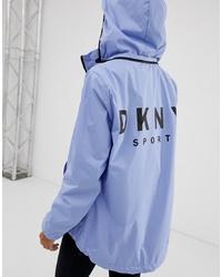 Chubasquero celeste de DKNY