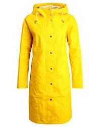 Chubasquero en amarillo verdoso de Ilse Jacobsen