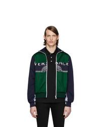Chubasquero estampado verde oscuro de Versace