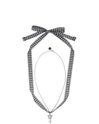 Collar de perlas plateado de Miu Miu