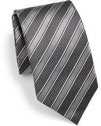 Corbata de rayas horizontales en gris oscuro