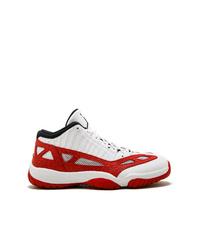 Deportivas en blanco y rojo de Jordan