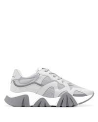 Deportivas grises de Versace