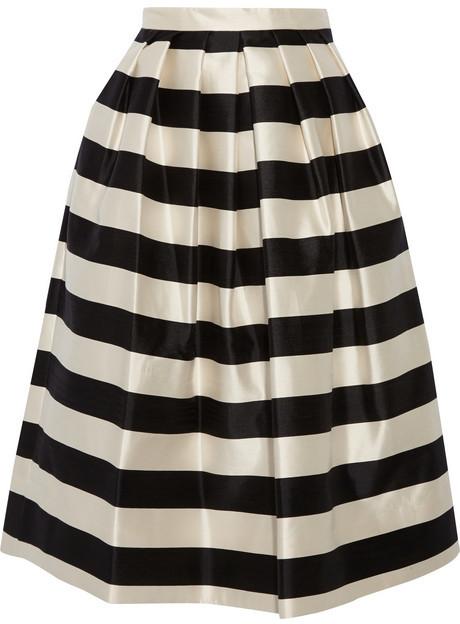 af8f63c86 €624, Falda campana de rayas horizontales en blanco y negro de Tibi