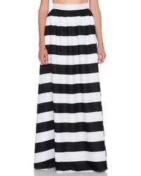 5814d85d0 Cómo combinar una falda larga de rayas horizontales en negro y ...