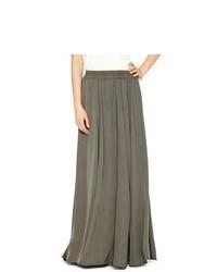 Falda larga plisada en gris oscuro
