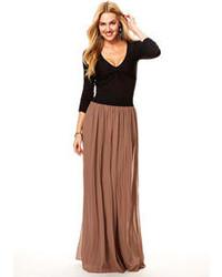 Falda larga plisada marrón