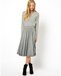 Falda midi plisada gris de Asos