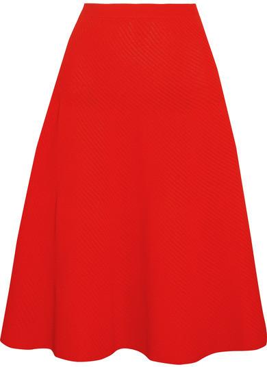 074928fa5 €1,066, Falda midi plisada roja de Victoria Beckham