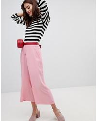 Falda pantalón rosada de NA-KD