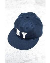 Gorra de béisbol en azul marino y blanco