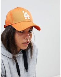 Gorra inglesa bordada naranja de New Era